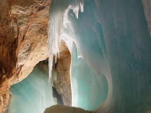 Cea mai mare pestera de gheata din lume